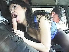 Жёсткий групповой секс и фистинг нимфоманки в чулках с дальнобойщиками