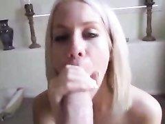 Ласковая блондинка радует хахаля любительским минетом с окончанием на лицо