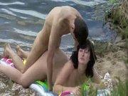 Подглядывание за любительским сексом русской парочки на безлюдном пляже
