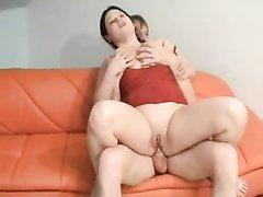 Нежный минет и домашний анальный секс с молодой и широкобёдрой толстухой