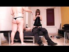 Скрытая камера снимает любительский секс втроём с брюнеткой и рыжей леди