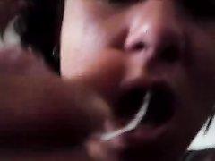 Идеальный домашний минет от первого лица с окончанием в рот зрелой брюнетки