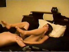 Домашний секс с куни и минетом даёт молодожёнам необходимое удовольствие