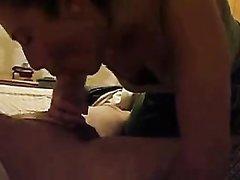 Молодая шлюха сделав любительский минет трахается до окончания на лицо