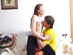 Анальный домашний секс с окончанием внутрь в попу похотливой развратницы