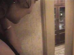 Русская студентка сделав домашний минет трахается в мокрую киску на кровати