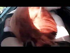 Рыжая пассажирка строчит любительский минет водителю такси и трахается