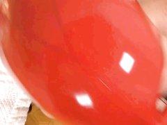 Зрелая шлюха в латексе от первого лица строчит домашний минет с окончанием в рот