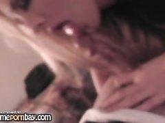 Шикарная блондинка от первого лица чеканит домашний минет жадно отсасывая член