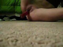 Красотка снимает на селфи любительскую мастурбацию киски интимными игрушками