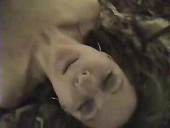 Негр в спальне на кровати трахает белую любовницу в мокрую киску и нежный рот