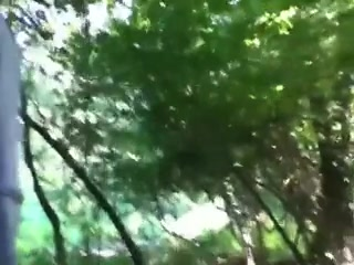 Зрелая и толстая негритянка в лесу трахнулась с молодым белым любовником
