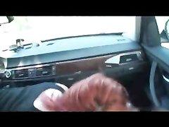Рыжая развратница в машине трахается с водителем после домашнего минета