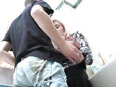Русская зрелая блондинка в чулках трахается с молодым любовником после куни