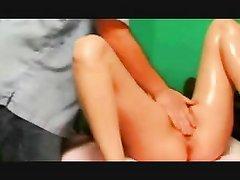 Лучшая любительская мастурбация киски брюнетки сделана массажистом