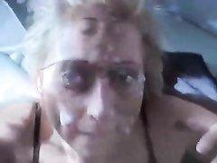 Зрелая немецкая блондинка в чулках трахается в анал с любовником и сосёт член