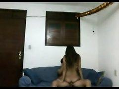 Скрытая камера в комнате снимает молодую домохозяйку трахающуюся с соседом