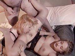 Молодая проститутка и зрелая парочка попробовали домашний секс втроём
