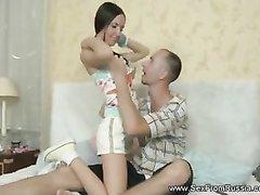 Русская брюнетка обожает домашний анальный секс с выносливым поклонником