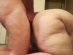 Любовник возле скрытой камерой метко всадил член в анал зрелой толстухи