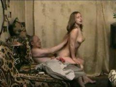 Скрытая камера на даче снимает домашний зрелого мужика с молодой соседкой