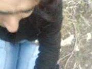 Молодая брюнетка в парке от первого лица делает любительский минет крупным планом
