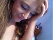 Рыжая студентка перед любительской вебкамерой сняв трусики мастурбирует анал