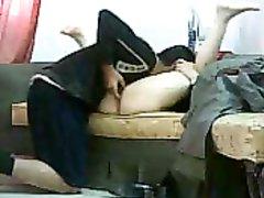 Скромная зрелая смуглянка в платке после куни трахается с нежным любовником