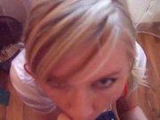 Ласковая молодая блондинка сосёт член и трахается для окончания на лицо