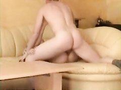 Подглядывание любительского секса зрелой брюнетки с нежным поклонником