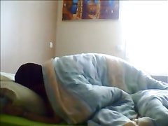 Зрелая толстая брюнетка сосёт член любовника и трахается лёжа в постели