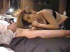 Скрытая камера записала домашний минет в исполнении рыжей проститутки
