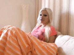 Немецкая блондинка с большими сиськами сделав любительский минет трахается