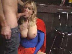Зрелая блондинка с большими сиськами после куни и минета трахается с любовником