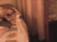 Русская брюнетка в чулках наслаждается домашним сексом изменяя супругу