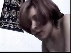 Молодой ловелас лижет киску зрелой домохозяйки и трахает дырку крупным планом