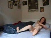 Молодая модель занялась любительским сексом со зрелым кавалером в постели