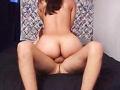 Латинская проститутка после минета радует клиента любительским сексом