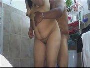 Латинская зрелая толстуха трахается с любовником стоя перед скрытой камерой