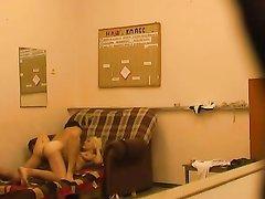 Подглядывание за супружеской изменой домохозяйки перед скрытой камерой