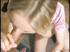 Грудастая молодая блондинка от первого лица трахнута после любительского минета
