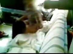 Пылкая брюнетка перед скрытой камерой трахается с любовником на карачках