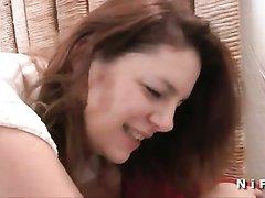 Зрелая и толстая домохозяйка сосёт член и трахается в анал и бритую киску