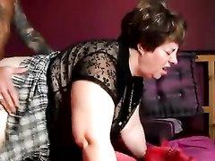 Татуированный француз после домашнего минета трахнул зрелую толстуху