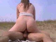 Любительский анальный секс крупным планом с молодой красоткой на пляже
