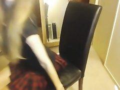 Худая красотка в коротких чулках по вебкамере показывает длинные ноги