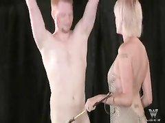 БДСМ и домашнее женское доминирование с блондинкой сделавшей минет в 69 позе