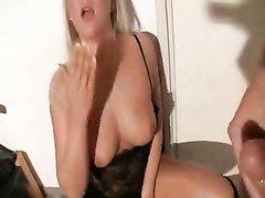 Немецкая блондинка от первого лица сосёт член любовника для окончания в рот