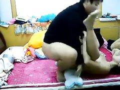 Грудастая азиатка после домашней мастурбации трахается с возбуждённым мужем