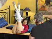Зрелый немец трахает молодую азиатскую любовницу и тщательно лижет попу